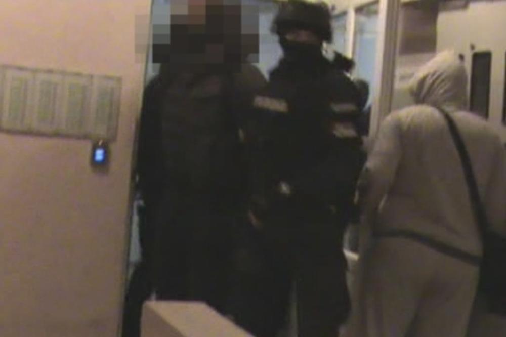 (KURIR TV) AKCIJA HAPŠENJA NOVOSADSKE POLICIJE: Pogledajte trenutak kada je begunac Buha pao zbog ubistva Škrbića