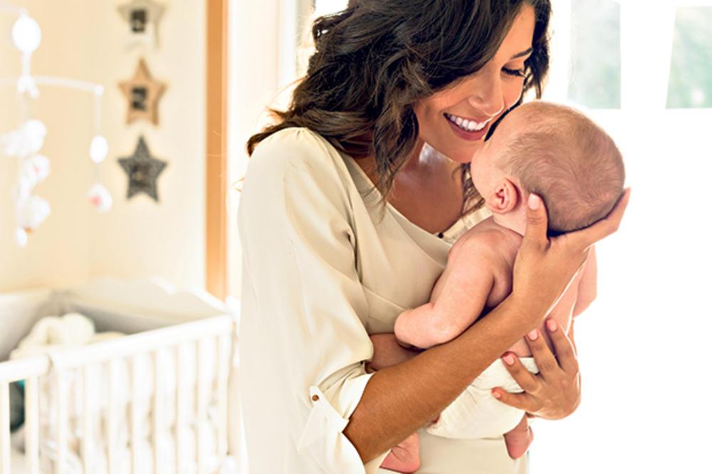 BAKTERIJE VREBAJU: Perite ruke pre uzimanja bebe