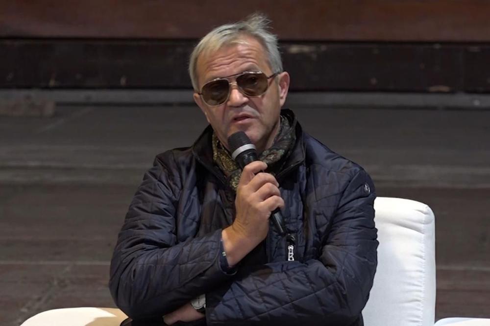 NAKON SKANDALA U AUDICIJI OGLASIO SE I EMIR: Monolog o Srebrenici je deo predstave i svi su mu aplaudirali