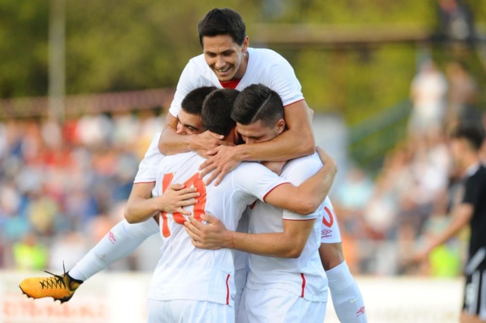 (FOTO) ORLIĆI DRALI AUSTRIJANCE, PA PICU: Pogledajte kako su mladi srpski fudbaleri u svlačionici slavili pobedu