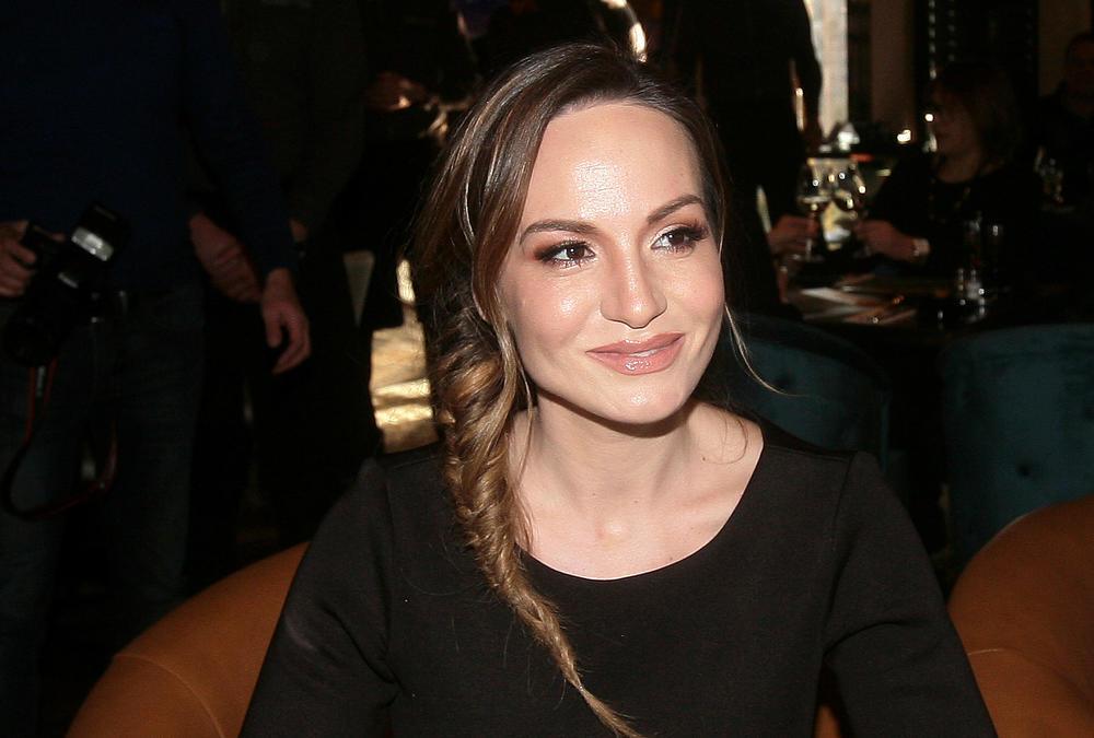FANOVI JE NE ZNAJU OVAKVU: Jelena Tomašević je uvek smerna, a ovo je njena DIVLJA STRANA! (VIDEO)