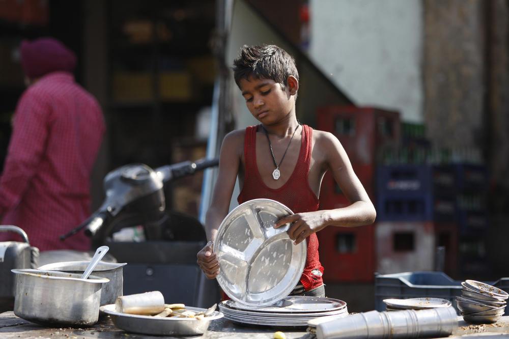 TAMNA STRANA ČOVEČANSTVA: U svetu više od 152 miliona dece koja rade! Mališani od 5. godine prinuđeni da zarađuju za život!