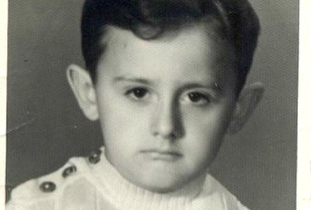 (FOTO) DA LI GA PREPOZNAJETE? Poznati voditelj danas slavi 54. rođendan, a evo ko mu je prvi čestitao!