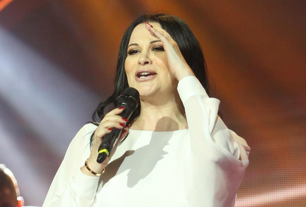 JANINI HITOVE PRAVE LOM: Evo kako se ona zapravo zove i šta je radila pre pevačke karijere! Iznenadićete se!