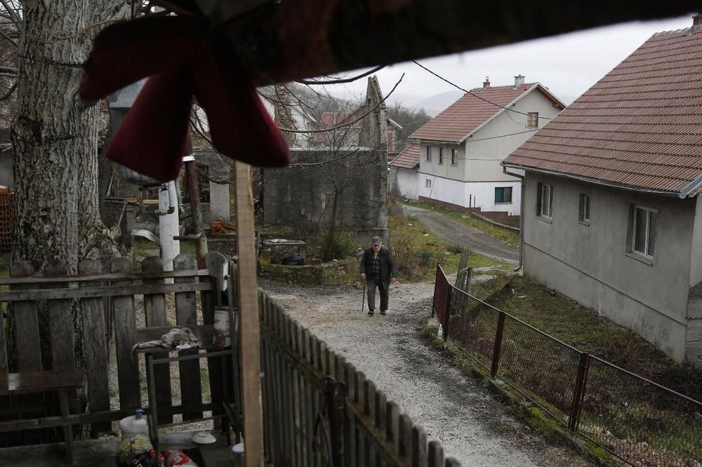MEŠTANI NA JUGU SRBIJE U STRAHU, NEŠTO SE ČUDNO DEŠAVA: Pale i obijaju kuće po selima nedaleko od granice sa Kosovom!