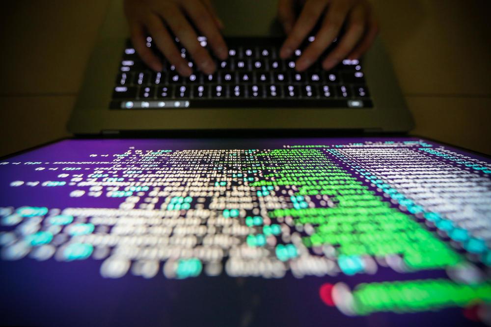 BEZBEDNOST PLANETE JE U NJIHOVIM RUKAMA: Ključeve interneta drži samo 14 osoba!