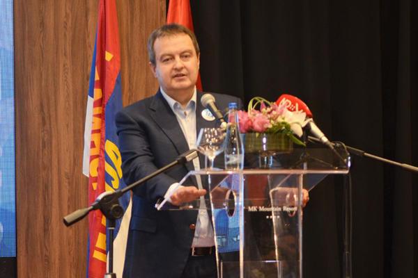 MINISTAR SPOL(J)NIH POSLOVA: Afrikanci Dačiću dali ŽENSKE KONDOME