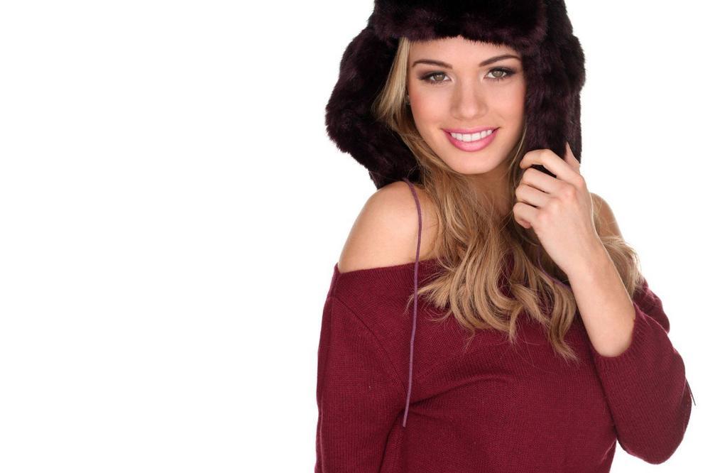 BIZARNI MODNI KOMAD: Bugarska dizajnerka kreirala haljinu koja izgleda kao čarapa, a na internetu je ispljuvali!