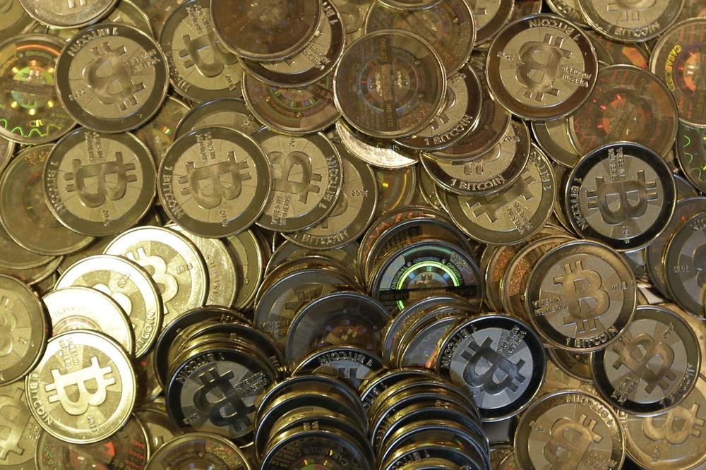DIGITALNA VALUTA PORASLA 50 ODSTO ZA NEDELJU DANA: Bitkoin danas prešišao granicu od 15.000 dolara!