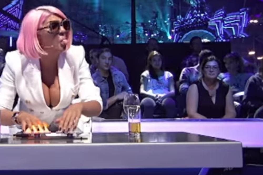 (VIDEO) MA, IMA DA TE UBIJEM! Pomahnitala Marija jurcala Karleušu po studiju