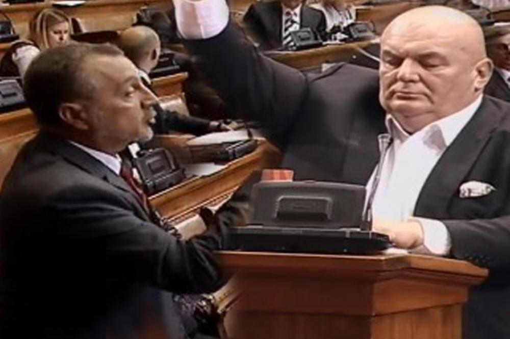 (VIDEO) REPLIKOM NA REPLIKU: 2.000 za gospođu, 3.000 za gospodina i u Skupštini! Palma vs Živković, a onda je u raspravu ušao i Marijan!