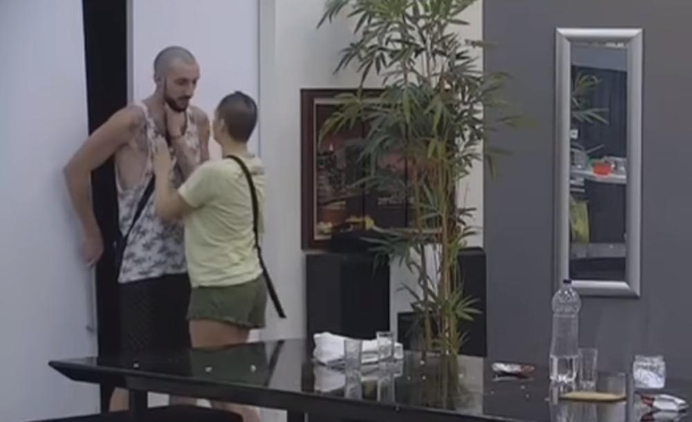 (VIDEO) NEMA VIŠE MOG ZEKE PEKE ZA TEBE! Đekson OGORČEN jer Mina neće da spava sa njim, Miki im uputio ŠAMPIONSKI komentar