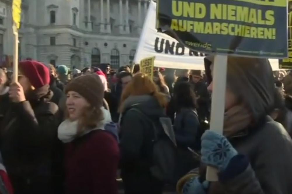 (VIDEO) ANTIVLADINI PROTESTI PARALISALI BEČ: Studenti, đaci, levičari na ulicama žele da svrgnu novu vladu