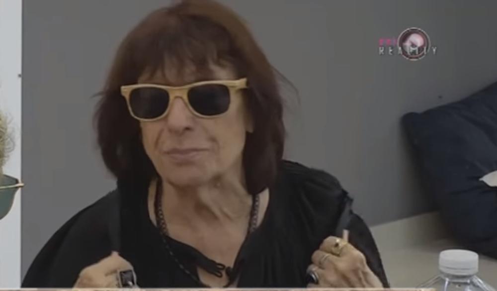 (VIDEO 18+) SVI SU ZANEMELI OD ŠOKA: Žiža Stojanović podigla majicu i pokazala gole grudi!