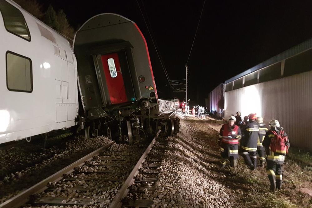NESREĆA U AUSTRIJI: U sudaru 2 voza povređeno 15 ljudi