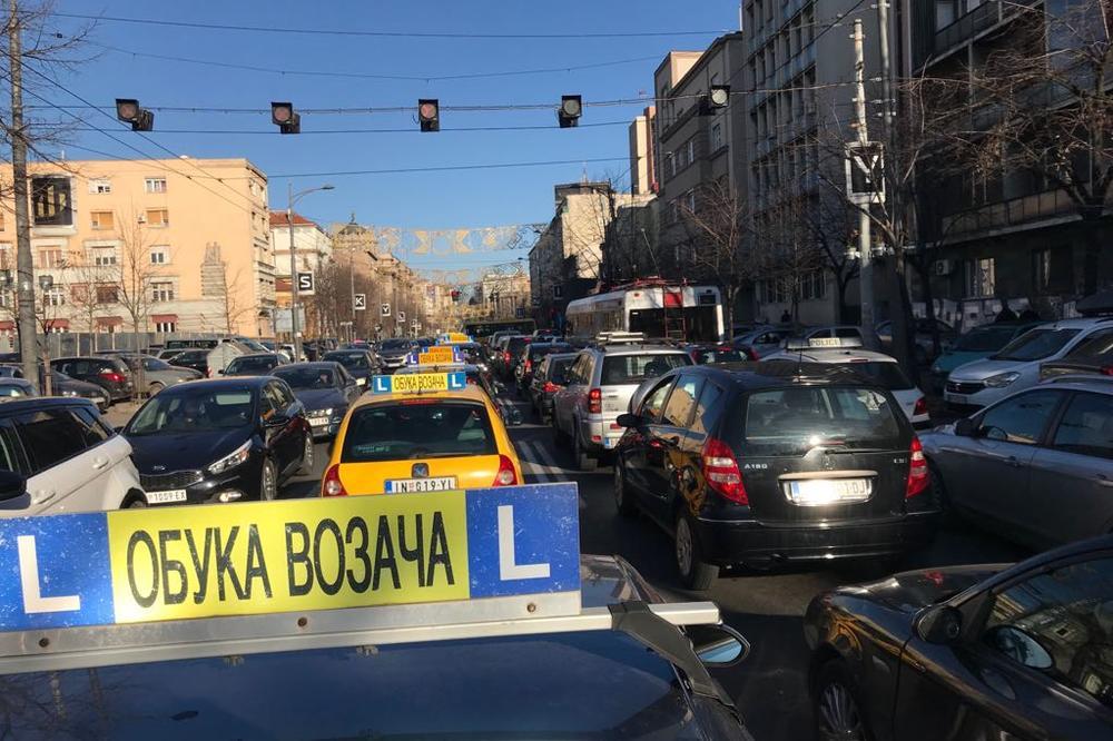 ZAVRŠEN PROTEST VLASNIKA AUTO-ŠKOLA: Sutra idu kod ministra policije na razgovor