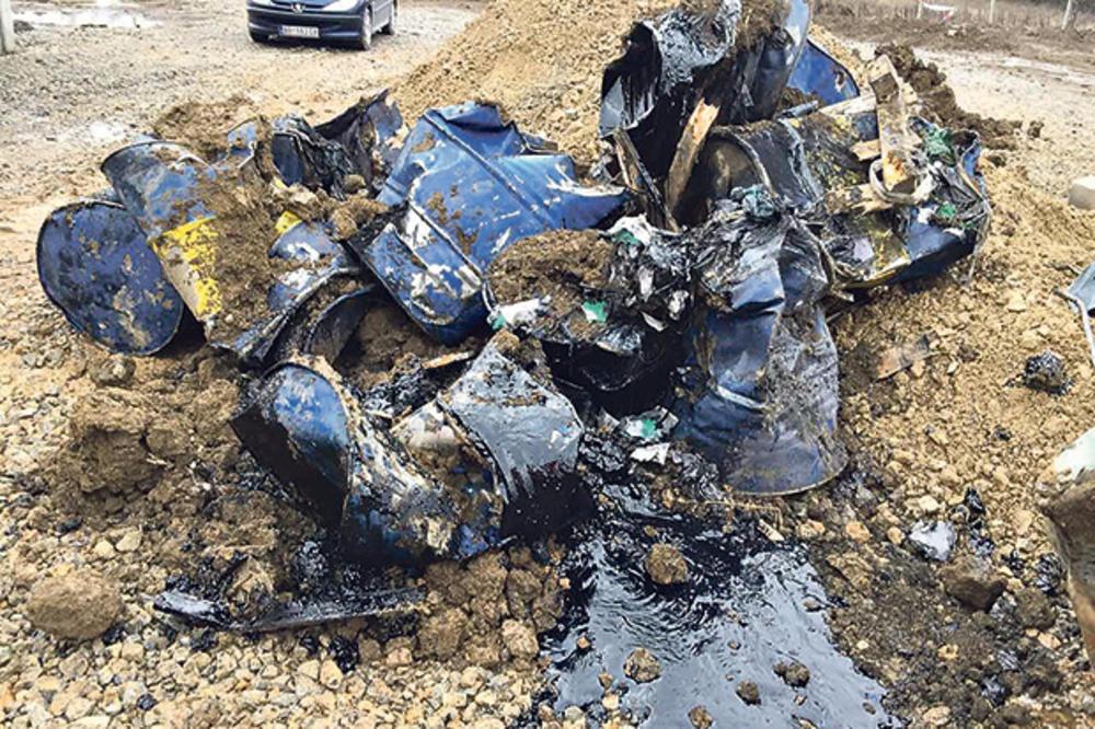 NOVA EKOLOŠKA BOMBA KOD OBRENOVCA: Policija pronašla još 50 buradi sa opasnim otpadom!