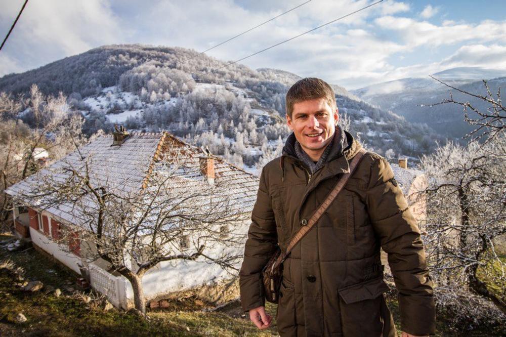 (FOTO) ARNO GUJON POKLONIO 30 PEĆI ŠKOLAMA NA KOSOVU:  Ovaj narod je veliki po duši, plemenit, dostojanstven i hrabar i zaslužuje svu našu podršku