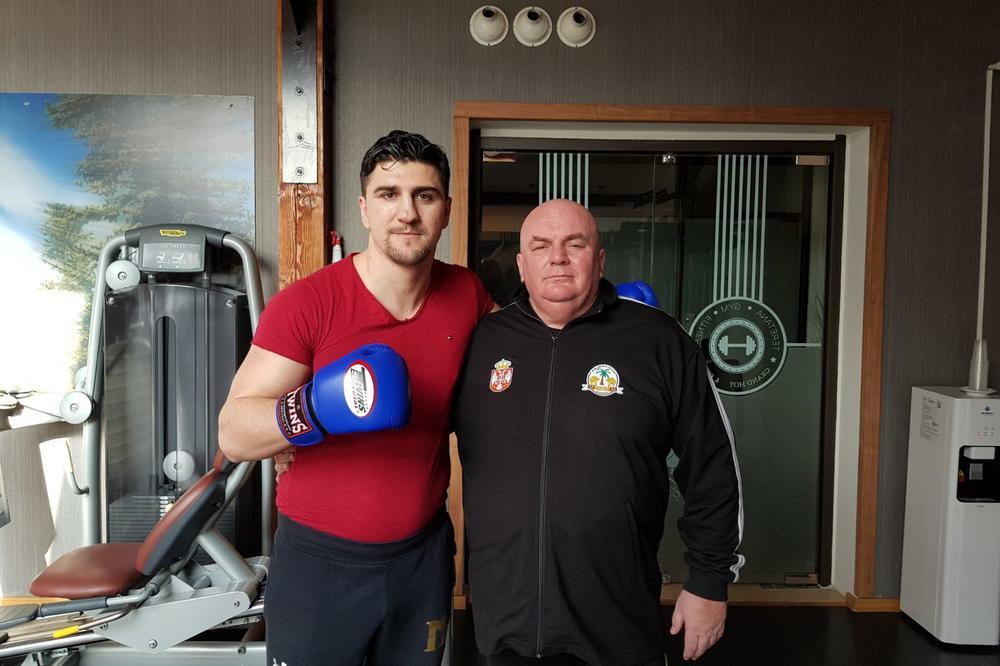 (KURIR TV) PALMA NAŠAO SPARING PARTNERA, I TO KAKVOG: Pogledajte kako boksuje lider Jedinstvene Srbije!