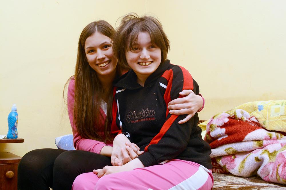 LJUDI DOBROG SRCA, POMOZITE: Otvoren je račun za pomoć devojčicama iz Barajeva koje su rasplakale celu Srbiju