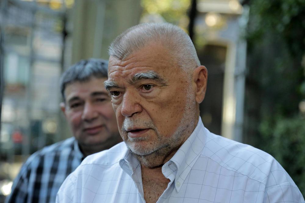 ITALIJANSKI NOVINAR PONOVO ISPROVOCIRAO: Objavio da je umro Stjepan Mesić sa lažnog naloga Borisa Miloševića