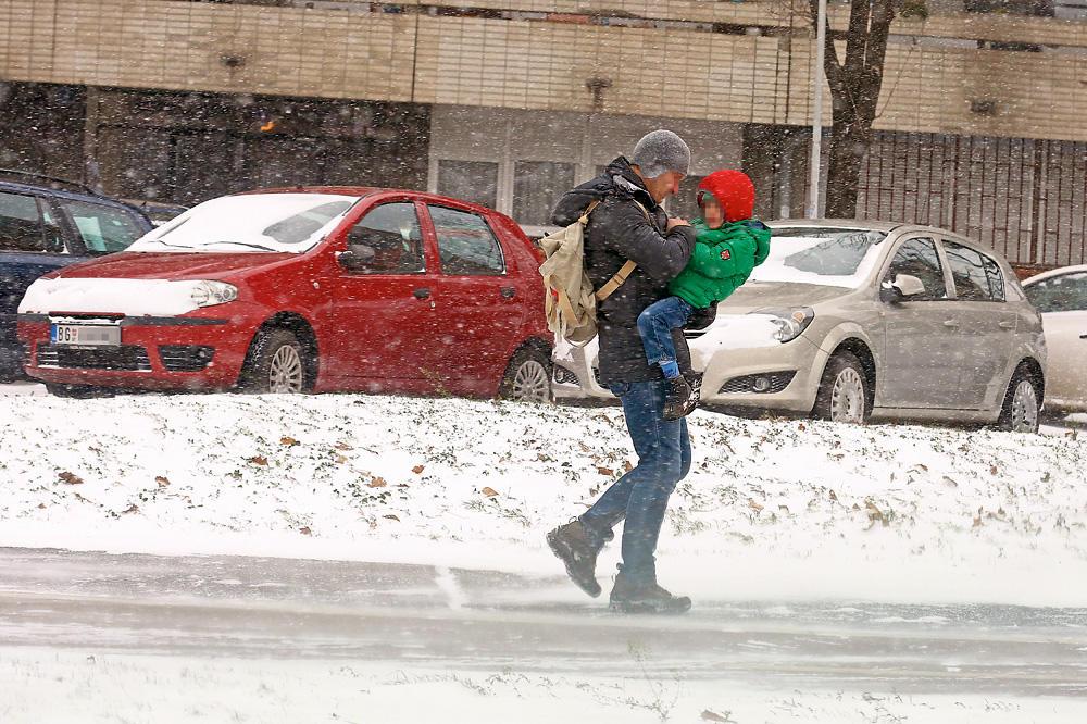 RHMZ AKTIVIRAO ŽUTI METEOALARM, ZAVEJAĆE NAS SNEG! Širom Srbije danas opasno vreme, toplo se obucite!