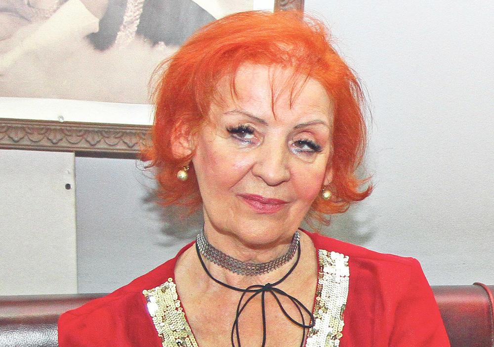 LEPA LUKIĆ KRALA OD KOLEGINICA PA JOJ POCEPALE ODEĆU: Pevačica ispričala šta joj se desilo NA SAMOM POČETKU KARIJERE! Niko nije znao!