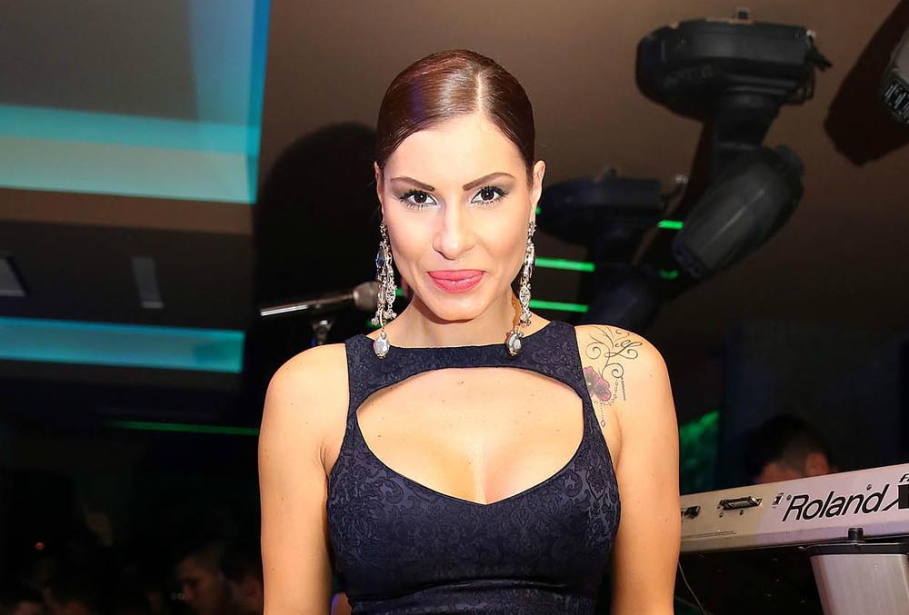 (FOTO) PORODILA SE PRE MESEC DANA: A sada se Mia Borisavljević odlučila na VELIKU promenu u svom izgledu!