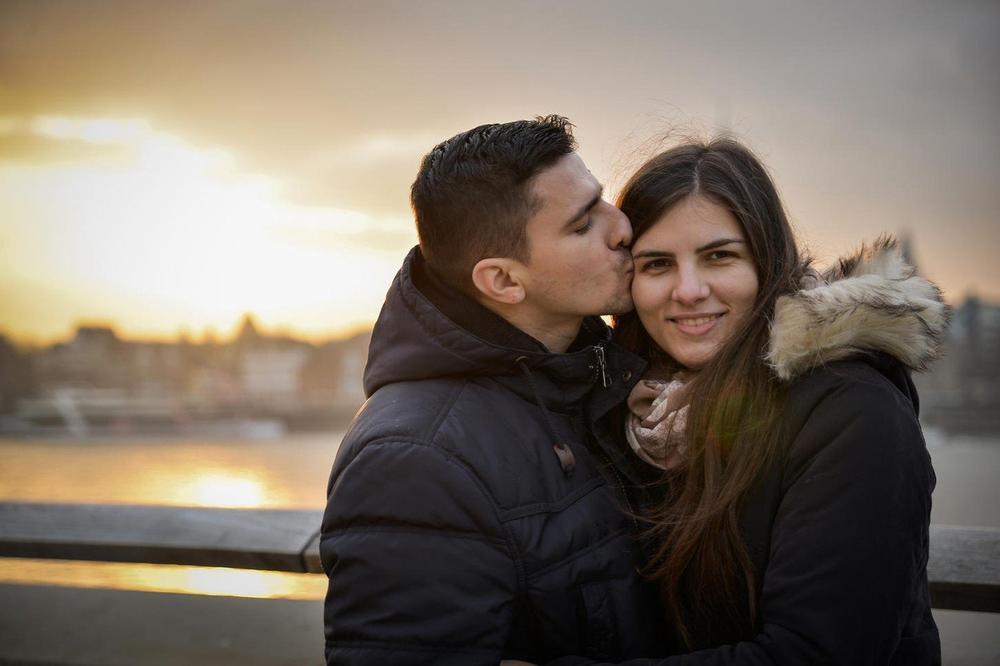 OVE PODATKE O LJUBLJENJU SIGURNO NISTE ZNALI: Evo gde je ženama zakonom zabranjeno da ljube muževe NEDELJOM!