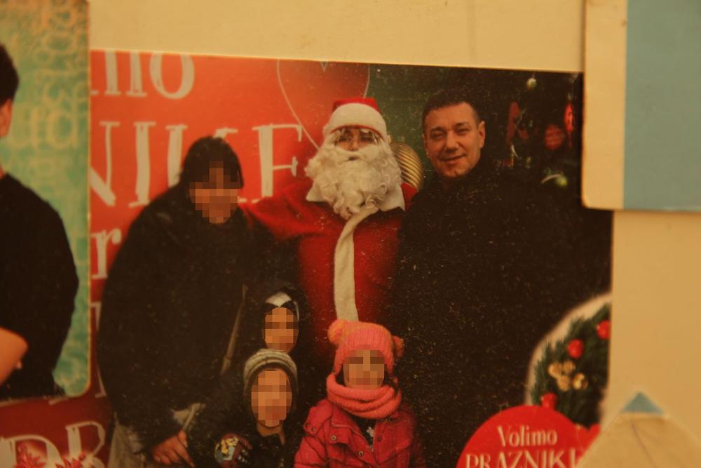 Upucani Aleksandar V. sa porodicom