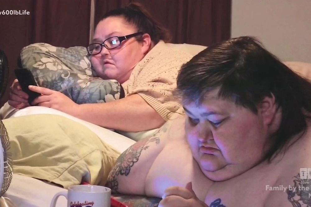 (VIDEO) 11 GODINA ZAJEDNO UŽIVAJU U HRANI: Samo JEDU i LEŽE, a ukupno imaju 568 KG! Umreće ako im neko ne POMOGNE!
