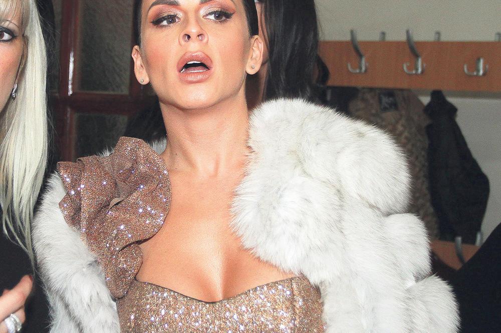 (FOTO) SVE OČI UPRTE U NJU ZBOG SKANDALA: A malo ko se seća kako je Ana Sević izgledala na početku karijere! KAKVA PROMENA!