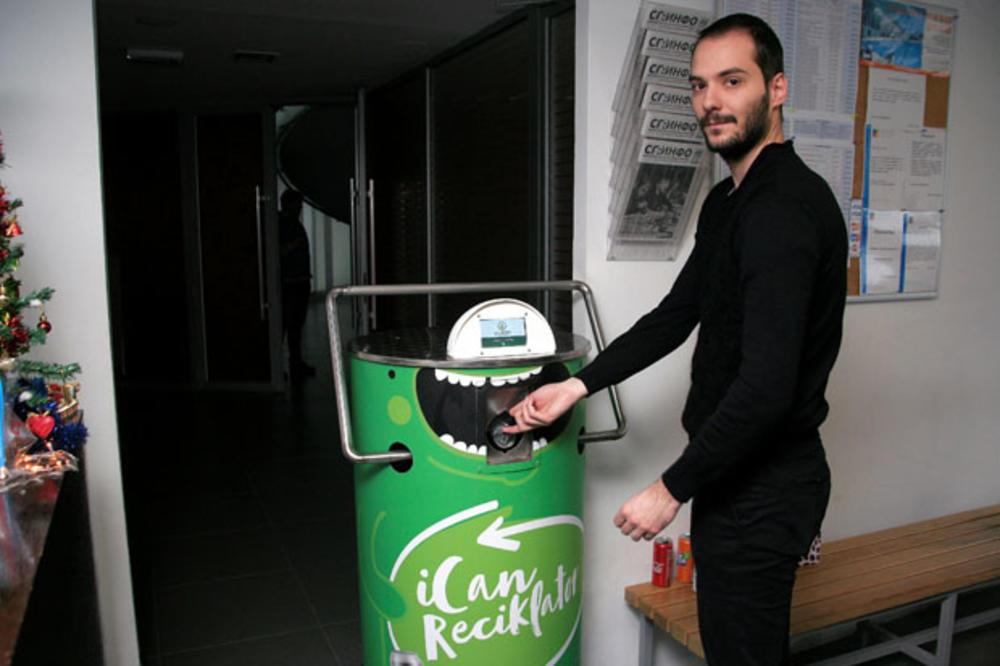 """U sportskom centru """"Milan Gale Muškatirović"""" postavljena prva pametna presa za reciklažu limenki u Beogradu"""