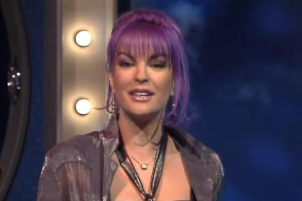 UDALA SE SA 19, BILA JE SEKS SIMBOL, PA JE NESTALA: Naša pevačica danas ima 51 godinu i izgleda brutalnije nego ikad!