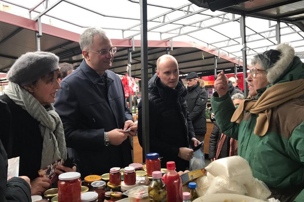 VESNA, ŠULE I BALŠA IZAŠLI MEĐ' NAROD Demokrate i Nova stranka obilaze beogradske pijace i poručuju: Metro u Makišu je potpuni promašaj!