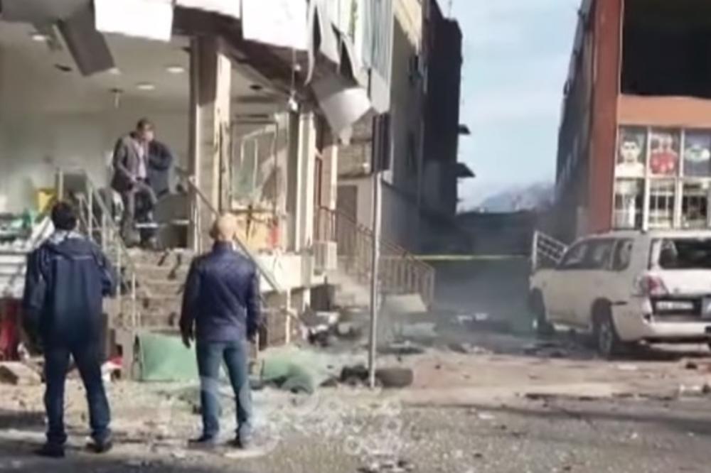 (VIDEO) TNT ZA ALBANSKOG BIZNISMENA: Među 6 povređenih u Skadru i crnogorska reporterka