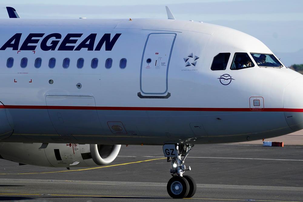 DRAMA NA BEOGRADSKOM AERODROMU: Avion za Frankfurt prinudno sleteo zbog moždanog udara putnice