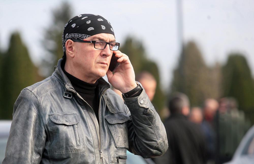 NE ZNAM NIŠTA I NE ZANIMA ME! Oglasio se Oliver Mandić prvi put posle hapšenja sina Darijana koji je PRETUKAO MAJKU