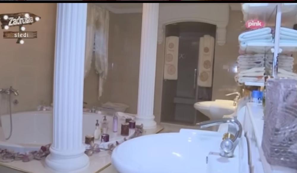 VIDEO) ROZE ZLATNI KREVET SA BALDAHINIMA, DŽAKUZI, PEŠKIRI SA INICIJALIMA,  2 WC ŠOLJE: Kada vidite spavaću sobu i kupatilo Zorice i Kemiša, neće vam  biti dobro!