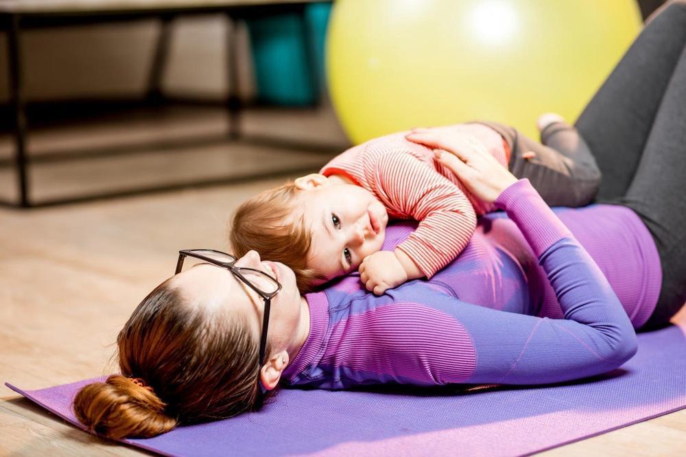 OKOLINA IH OSUĐUJE, A NJIH BAŠ BRIGA: Postoji niz prednosti kada se žena porodi mlada!