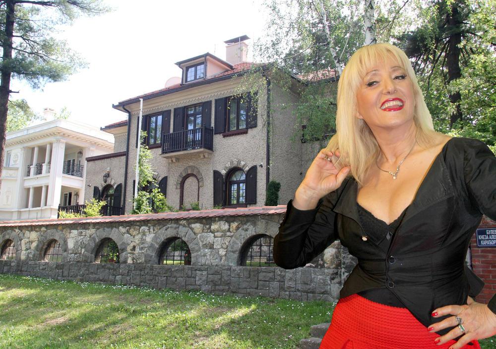 (FOTO) ZA VILU NA DEDINJU ISKEŠIRALA 3 MILIONA EVRA: Prodala je svoje najveće BLAGO da bi kupila kuću pored Titovog groba