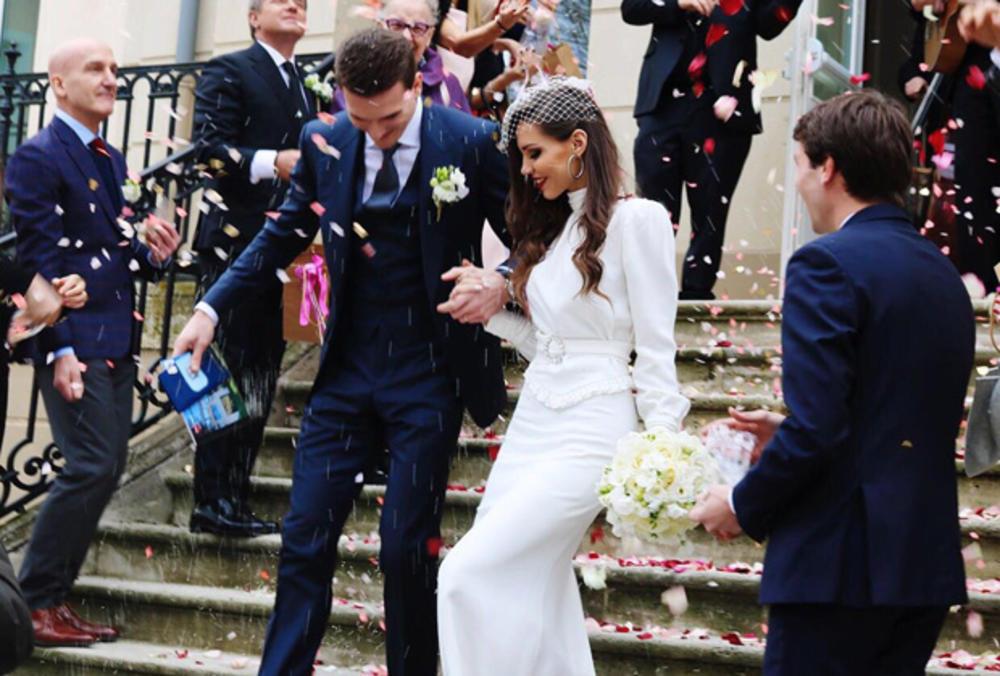 (FOTO) GALA VENČANJE PIKSIJEVE ĆERKE NA AZURNOJ OBALI: Evo šta je Anja poručila svojim gostima! Bez ovog ne mogu na svadbu!