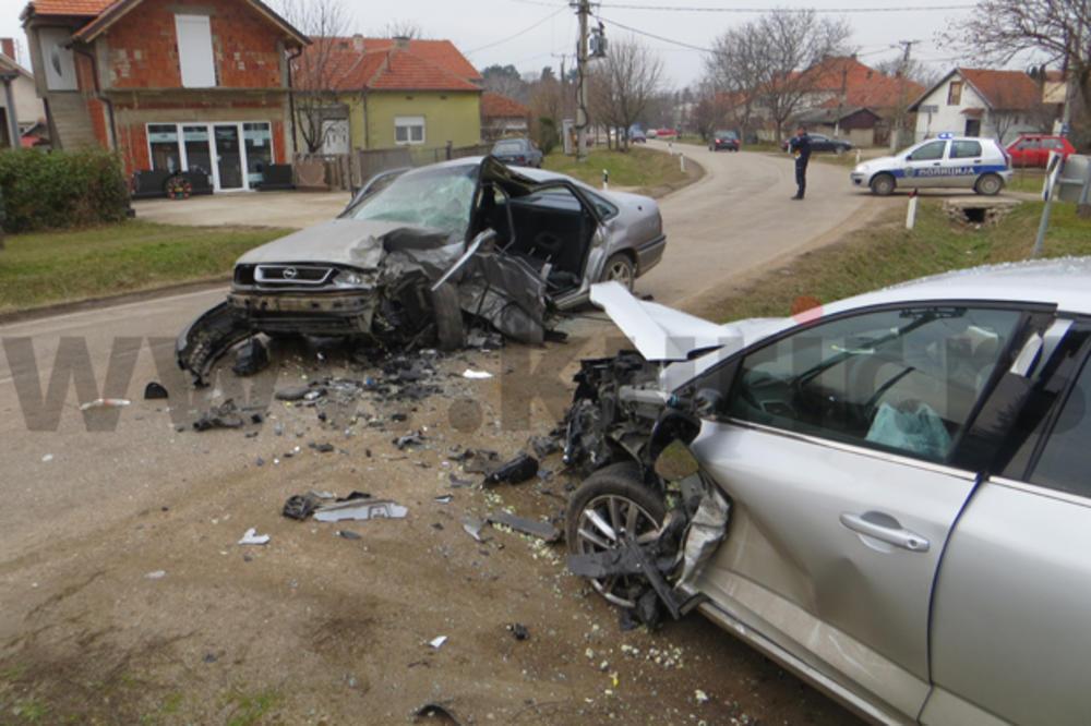 STRAVIČAN SUDAR KOD NIŠA: Pozlilo mu za volanom, udario u drugi auto! POVREĐENO ČETVORO, MEĐU NJIMA I DETE