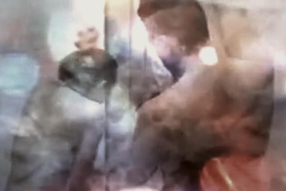 (VIDEO) SLOBA NAVALIO NA LUNU: Par se potpuno opustio u rijalitiju, seks je trajao 23 minuta!