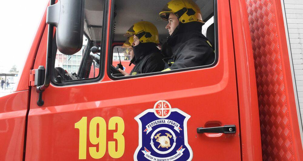 VETAR OTEŽAVA GAŠENJE: Požar na gradskoj deponiji u Knjaževcu