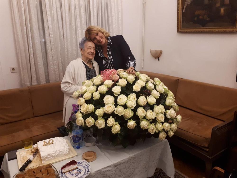 (FOTO) BAKA JELENE GOLUBOVIĆ NAPUNILA 94 GODINE: Ali rođendanske poklone prima rijaliti kraljica