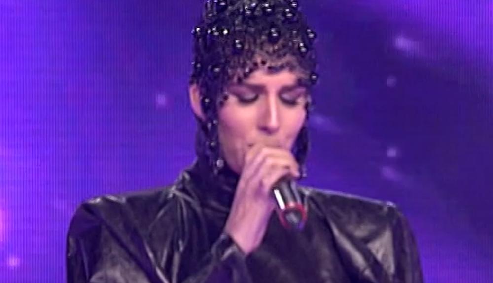 (FOTO) CELA SRBIJA BRUJI O NJOJ: Na scenu Zvezda Granda došla kao ŠIŠMIŠ, a onda ju je Karleuša totalno O'LADILA