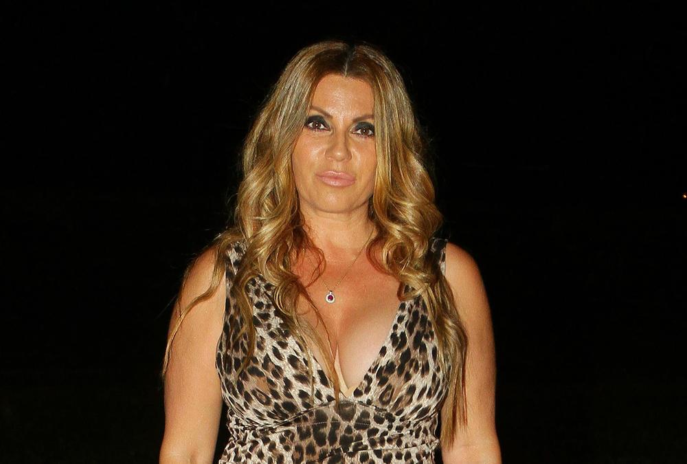 INDIRA RADIĆ SETILA SE MAJKE I DETINJSTVA: Ovako je pevačica izgledala kao mala, NIMALO se nije PROMENILA! (FOTO)