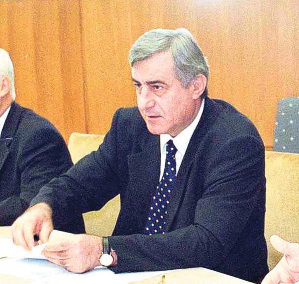 I dalje nerazjašnjeno ubistvo... Pavle Bulatović, ministar odbrane SR Jugoslavije