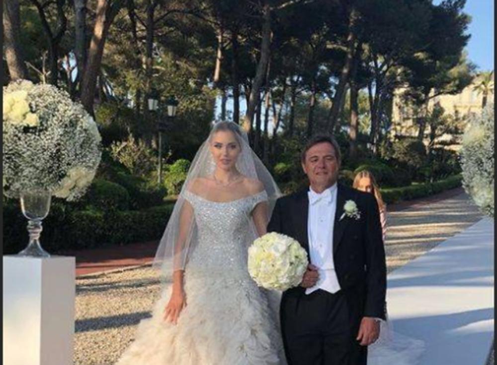(FOTO, VIDEO) KAO IZ BAJKE: Piksijeva ćerka venčala se u MAGIČNOJ ATMOSFERI! Mlada je izgledala FENOMENALNO!